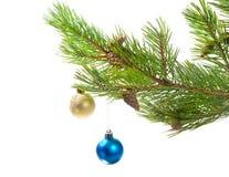 Ornamento da árvore de Natal. duas esferas da cor Foto de Stock Royalty Free