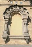 Ornamento da janela na fachada da construção fotografia de stock royalty free