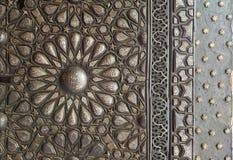 Ornamento da porta ornamentado da bronze-placa, palácio de Manial do príncipe Mohammed Ali Tewfik, o Cairo, Egito Imagens de Stock Royalty Free
