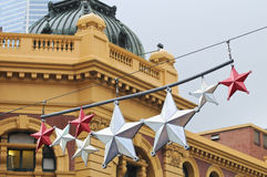Ornamento das estrelas pelo ano novo na construção clássica europeia nos mel Imagens de Stock Royalty Free