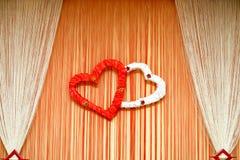 Ornamento de la boda con los corazones y la cortina detalles Foto de archivo