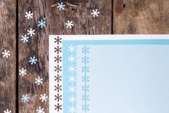 Ornamento de la decoración de la Navidad sobre el fondo de madera Fotografía de archivo libre de regalías
