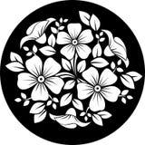 Ornamento de la flor blanca en un fondo negro. Imágenes de archivo libres de regalías
