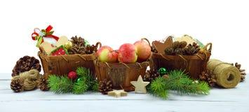 Ornamento de la Navidad con los detalles rústicos naturales Aislado Fotos de archivo