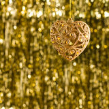 Ornamento de la Navidad del corazón del oro Fotografía de archivo