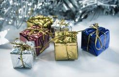 Ornamento de la Navidad en estilo del vintage Foto entonada de la decoración del árbol de navidad en blanco Imágenes de archivo libres de regalías