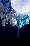 Ornamento de la Navidad en un espejo Fotografía de archivo