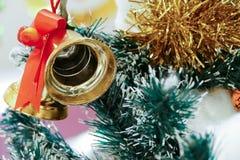 Ornamento de la Navidad que adorna en el árbol de navidad Imagen de archivo libre de regalías