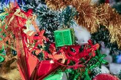 Ornamento de la Navidad que adorna en el árbol de navidad Fotografía de archivo libre de regalías
