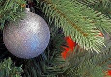 Ornamento de la Navidad que brilla Imagen de archivo libre de regalías