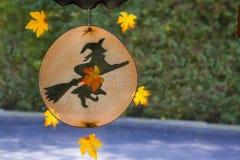 Ornamento de la ventana de la bruja de Halloween de la caída Fotos de archivo