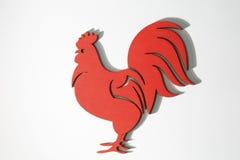 Ornamento de madera rojo del gallo de la Navidad en blanco Imagen de archivo libre de regalías