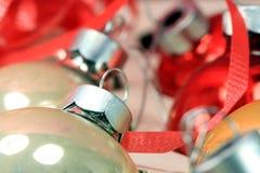 Ornamento de plata de la bola de la Navidad Imagen de archivo libre de regalías