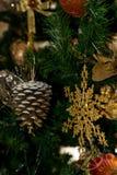 Ornamento de un árbol de navidad adornado Fotografía de archivo