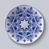 Ornamento decorativo azul O teste padrão é aplicado em uma placa cerâmica ilustração stock