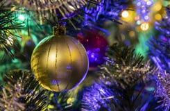 Ornamento del árbol del oro fotografía de archivo