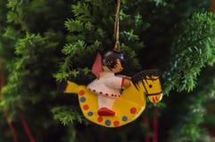 Ornamento del caballo mecedora de la Navidad Imagenes de archivo