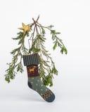 Ornamento del calcetín del día de fiesta con la estrella y los árboles de hoja perenne vivos Foto de archivo libre de regalías