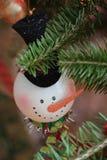 Ornamento dell'albero di Natale del pupazzo di neve Fotografie Stock Libere da Diritti