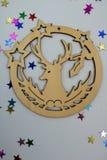 Ornamento di legno con la renna immagini stock libere da diritti