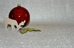 Ornamento di natale Decorazioni rosse di natale fotografia stock