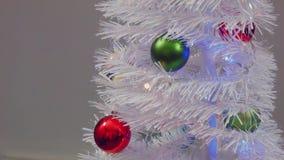 Ornamento di natale sull'albero video d archivio