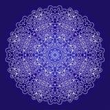 Ornamento do laço em um fundo azul Imagens de Stock