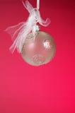 Ornamento do Natal com fundo vermelho Fotografia de Stock Royalty Free