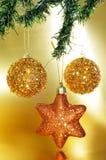 Ornamento do Natal em uma árvore de Natal fotos de stock