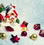 Ornamento do Natal na árvore de Natal com quinquilharias Fotos de Stock Royalty Free