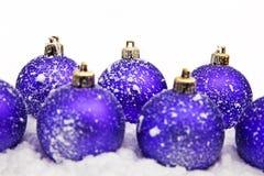 Ornamento do Natal na neve Fotografia de Stock