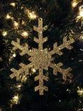 Ornamento dorato del fiocco di neve Fotografie Stock Libere da Diritti