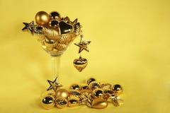 Ornamento dorato martini di natale Fotografie Stock