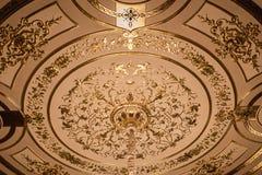 Ornamento dorato sul soffitto Fotografia Stock