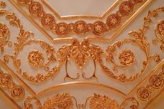 Ornamento dorato sul soffitto Immagine Stock