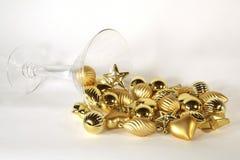Ornamento dourado derramado martini Imagens de Stock Royalty Free