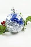Ornamento e azevinho do Natal Imagem de Stock