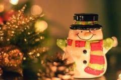 Ornamento e decorações cerâmicos do Natal do boneco de neve Fotografia de Stock