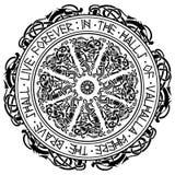 Ornamento escandinavo antiguo, escudo Viking y runas escandinavas ilustración del vector