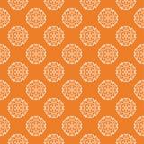 Ornamento floral blanco en naranja Modelo inconsútil Imágenes de archivo libres de regalías
