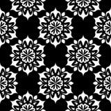 Ornamento floral blanco y negro Modelo inconsútil Imagen de archivo