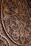 Ornamento floral en puerta de madera fotografía de archivo