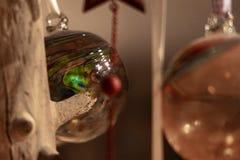 Ornamento hecho a mano inusualmente colorido de la Navidad imagenes de archivo
