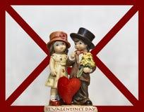 Ornamento lindo de las tarjetas del día de San Valentín delante de una letra de amor Foto de archivo