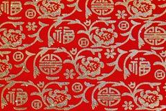 Ornamento lucido cinese su tessuto rosso Fotografia Stock