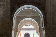 Ornamento Moresque do teto de Alhambra Islamic Royal Palace, Granada, fotografia de stock royalty free