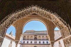 Ornamento Moresque exteriores de Alhambra Islamic Royal Palace, Granada, foto de stock