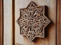 Ornamento na porta de madeira Imagens de Stock