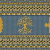 Ornamento nacional céltico inconsútil hecho punto con el árbol y el cuervo del mundo stock de ilustración