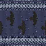 Ornamento nacional céltico inconsútil hecho punto con los cuervos negros en el cielo estrellado stock de ilustración